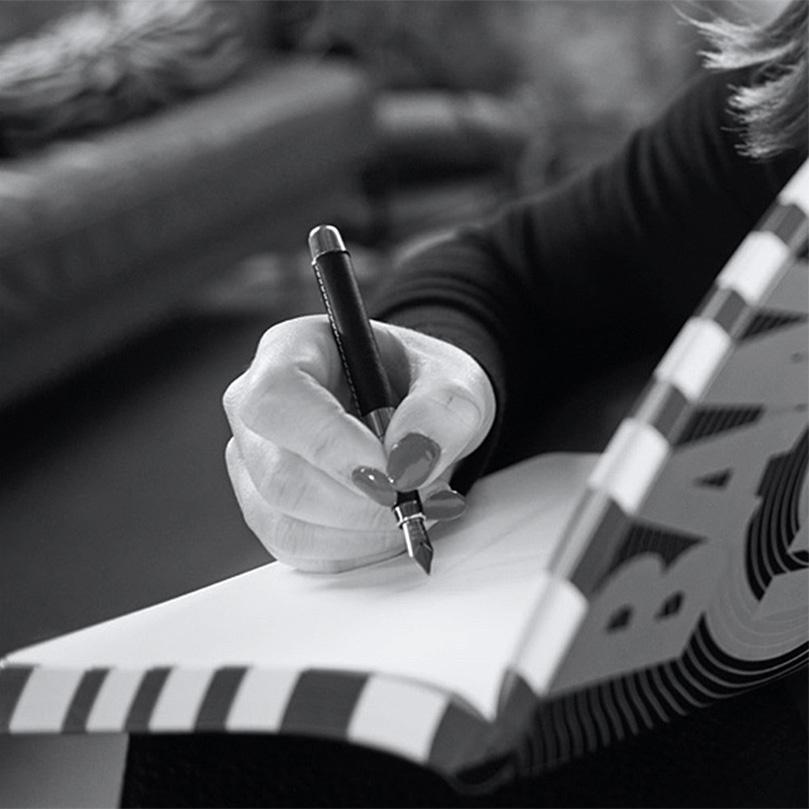 Miss Metaphers schreibende Hand